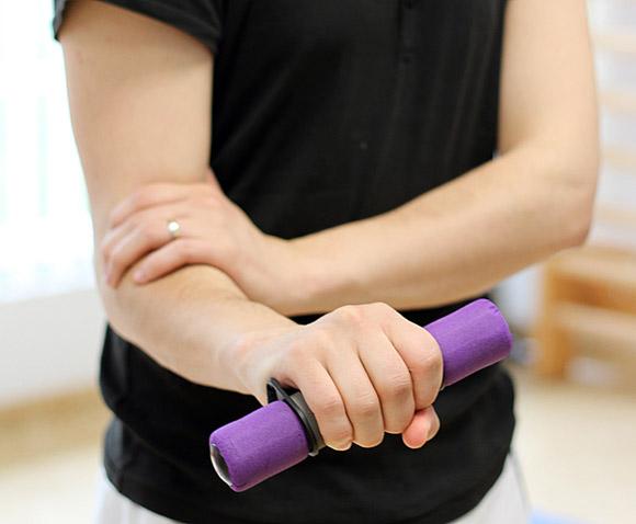 cum să dezvolți articulația cotului după o accidentare